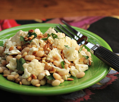 Cauliflower salad with beans, feta, pine nuts: picnic perfect!