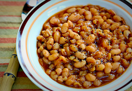 Slow cooker vegetarian baked beans, just like mom used to make from the can!