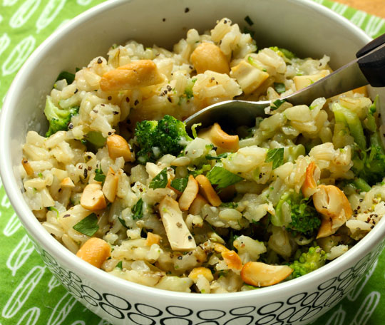 Cheesy broccoli brown rice, topped with chopped cashews, is sure to please kids of all ages. #vegetarian #glutenfree