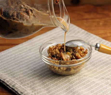 Creamy mushroom gravy, #vegetarian and #glutenfree.