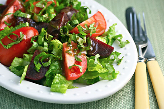 Tomato, beet and basil salad with balsamic vinaigrette. #vegetarian #vegan