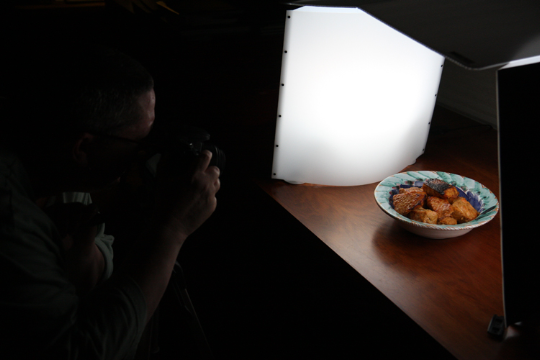 My friend Bob Fishman took this photo of a food blogger (me) at work.