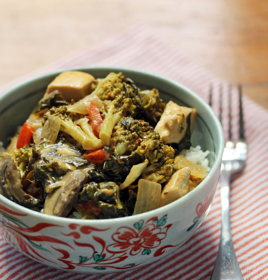 Thai red curry chicken, with broccoli, spinach, mushrooms and peppers, makes a quick and easy go-to dinner.
