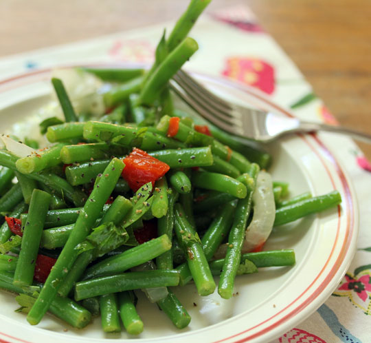 Moroccan-inspired green beans, still crunchy, with lemon-cumin dressing. Perfect for the holiday table or any time. #vegan #glutenfree