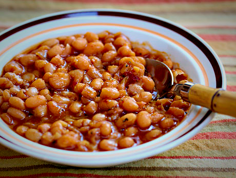 Slow cooker vegetarian baked beans, just like my mom used to buy in the can (and with a kick from chipotle pepper).