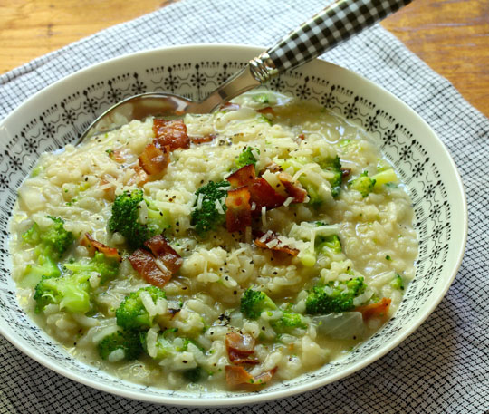 Bacon and broccoli risotto hits all the high points (salty, creamy, crunchy), and it's so easy to make in the pressure cooker. #glutenfree