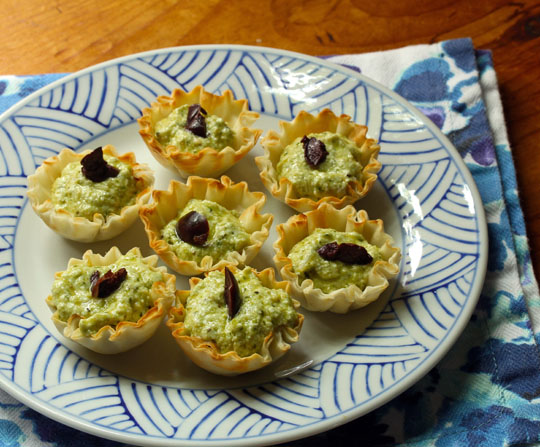 No-bake pesto cheese phyllo cups: nothing could be easier! If you need a quick, delicious appetizer, this is it. #vegetarian